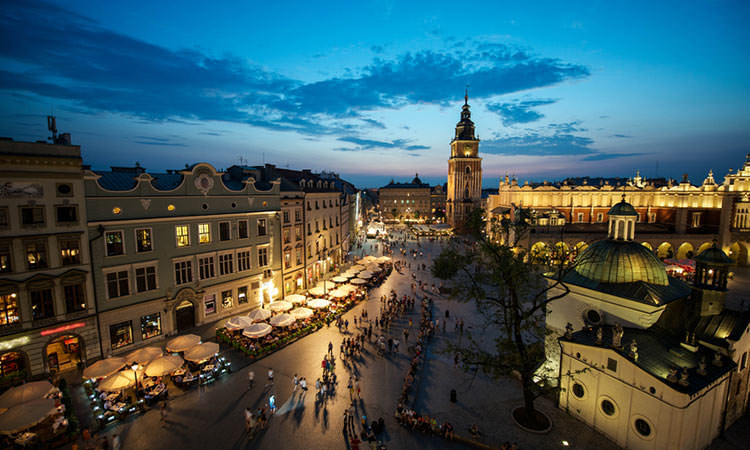A picture of the famous Krakow Main Square at dusk