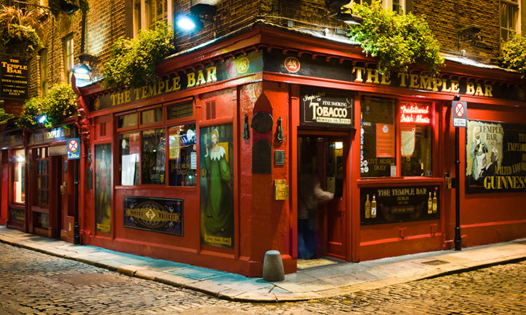 The Temple Bar pub lit up at night