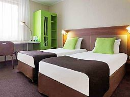 A twin guest room at Hotel Campanile