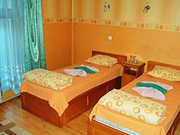 A twin guest room at Hotel Kniaz Boris