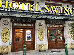 The exterior of Hotel City Swing