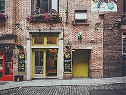 The exterior of the Barnacles Temple Bar Hostel