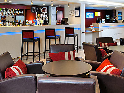 The bar and seating area in Holiday Inn Express Bristol North