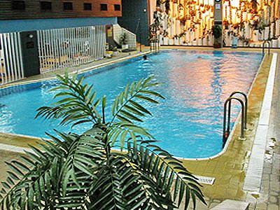 The indoor swimming pool at Hotel Rodina