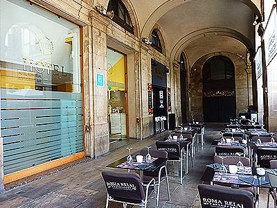 The restaurant outdoor terrace at the bottom of Roma Reial hotel