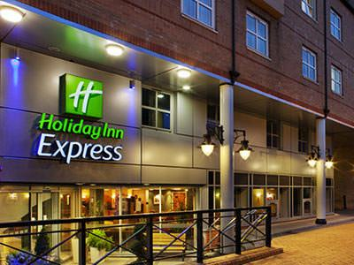 Holiday Inn Express Hammersmith exterior