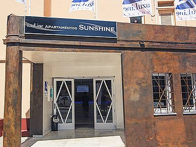 The front door and exterior of Azuline Apartamentos Sunshine