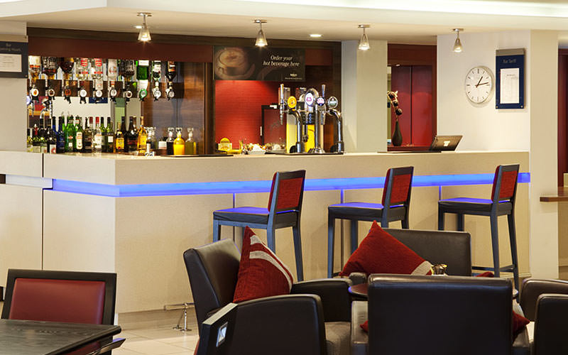 The bar in Holiday Inn Express Bristol North