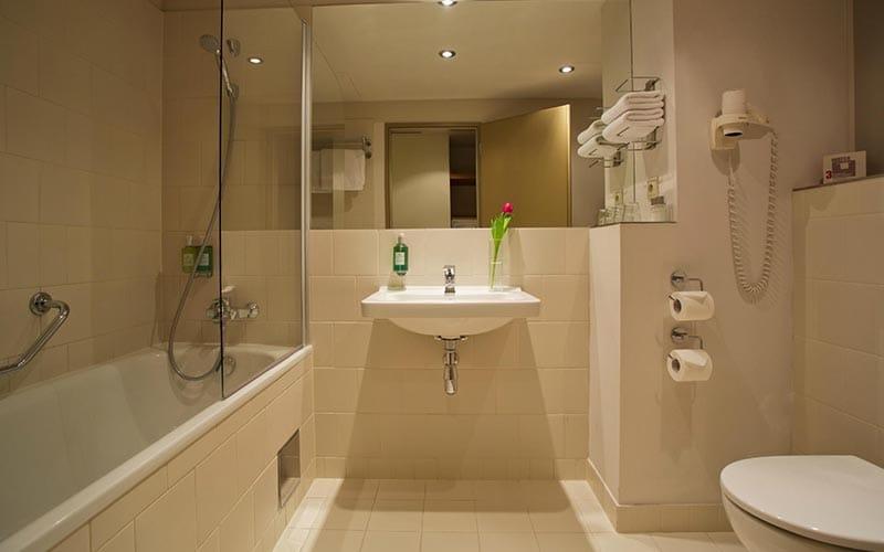 A bathroom in a hotel room at Jurys Inn Prague