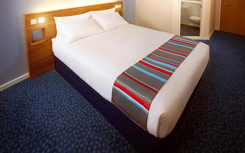 A double bed in a room at Travelodge Edinburgh Central Princes Street hotel