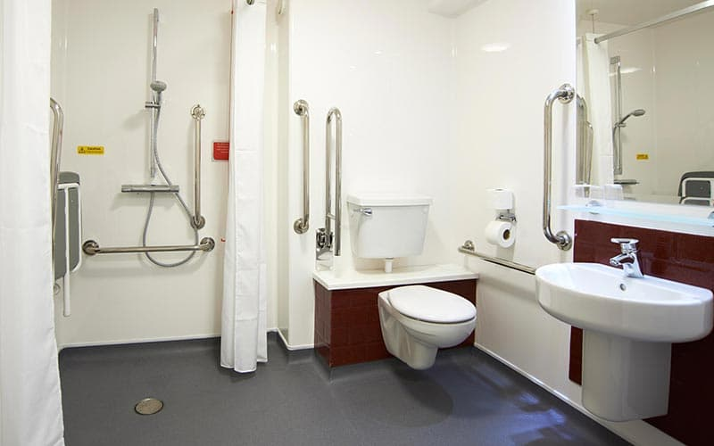 A disabled bathroom in a hotel room at Travelodge Edinburgh Central Princes Street hotel
