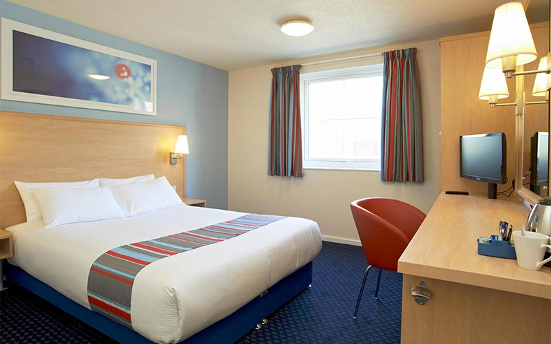 A traditional Travelodge room in Travelodge Cardiff Central