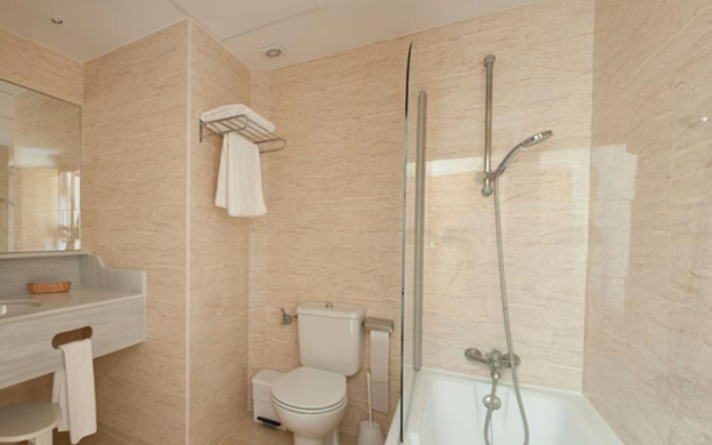 The bathroom in Blau Park Hotel