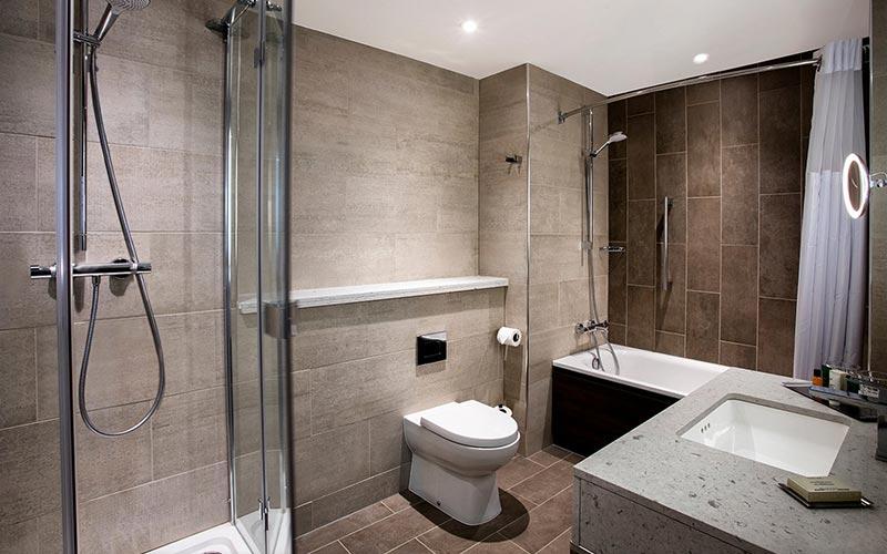 A bathroom in a hotel room at Hilton Edinburgh Carlton