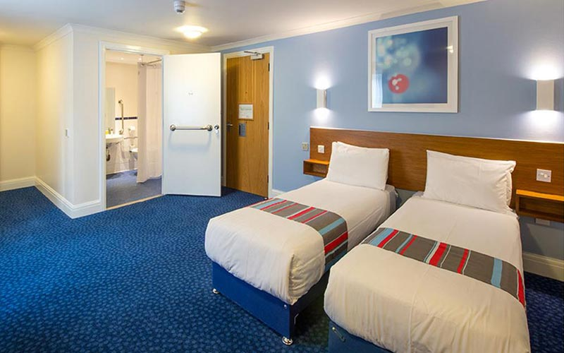 A twin room in Travelodge Chester Warrington Road