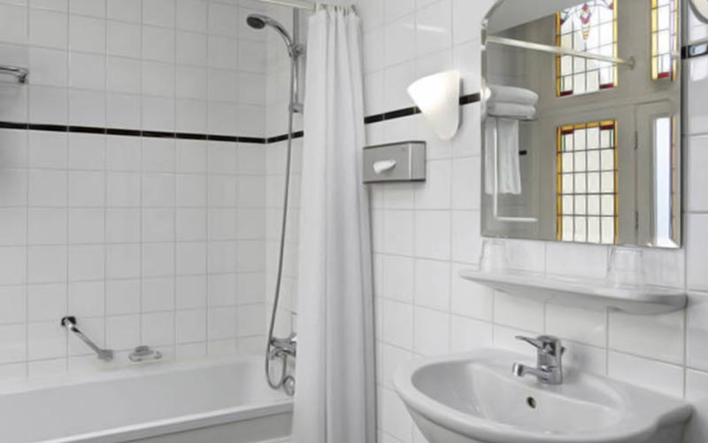 An example of one of the bathrooms in NH Amsterdam Schiller