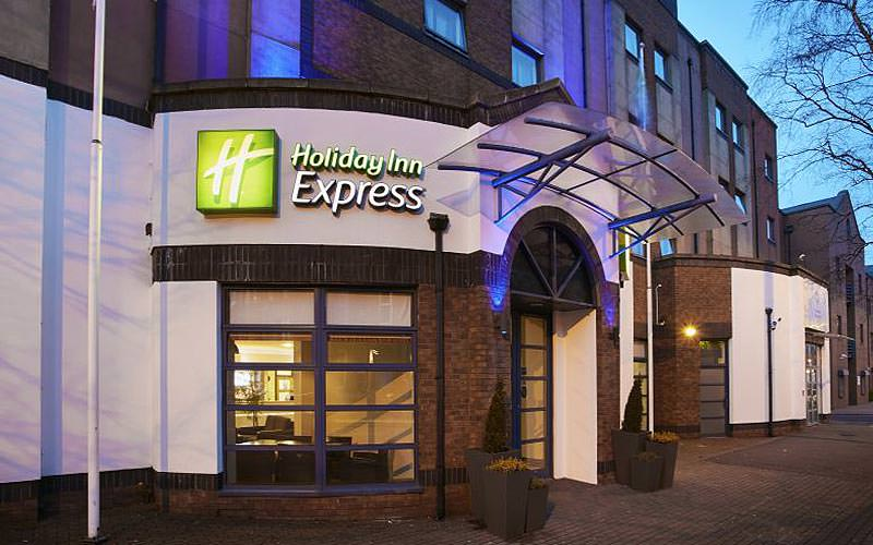 Holdiay Inn Express, Belfast, sign and entrance at night