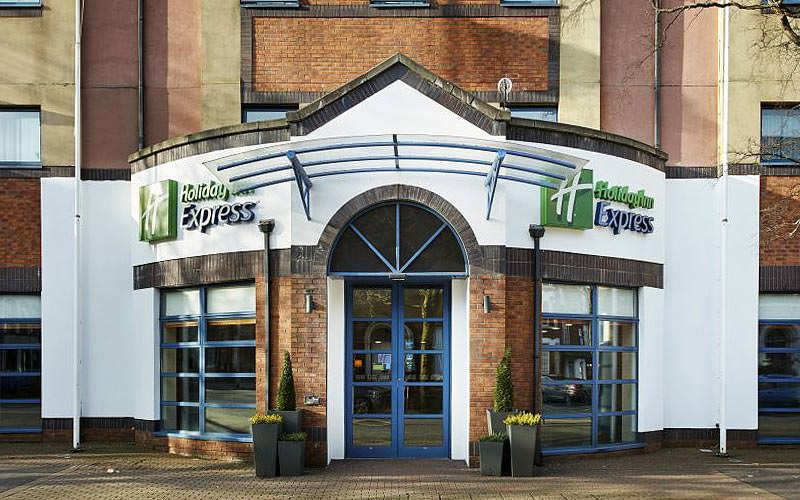 The entrance and exterior of Holiday Inn Express Queen