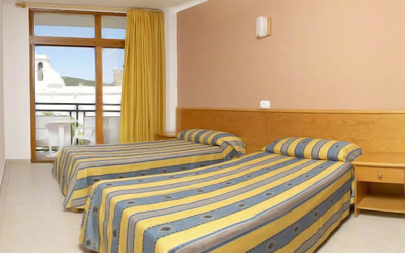 A guest bedroom at Apartmentos Tramuntana