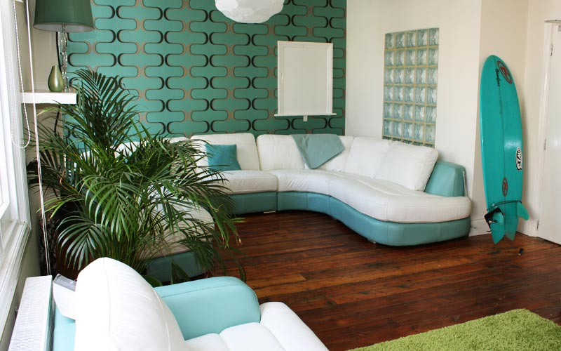 A white an teal living room with corner sofa