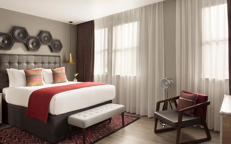 A guest bedroom at Hotel Indigo Cardiff