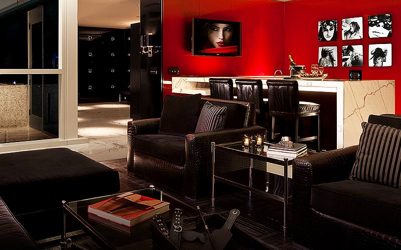 The lounge and bar area of a large suite at the Hard Rock Hotel & Casino