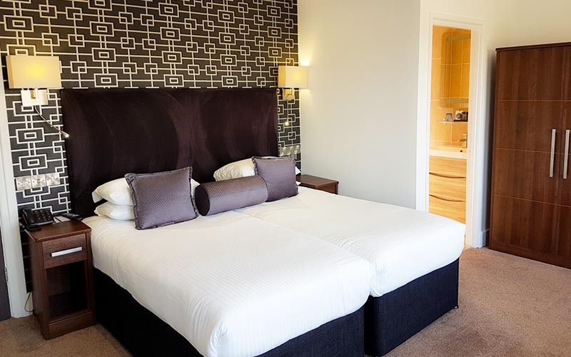 A double room in The Cumberland Hotel with white bedding