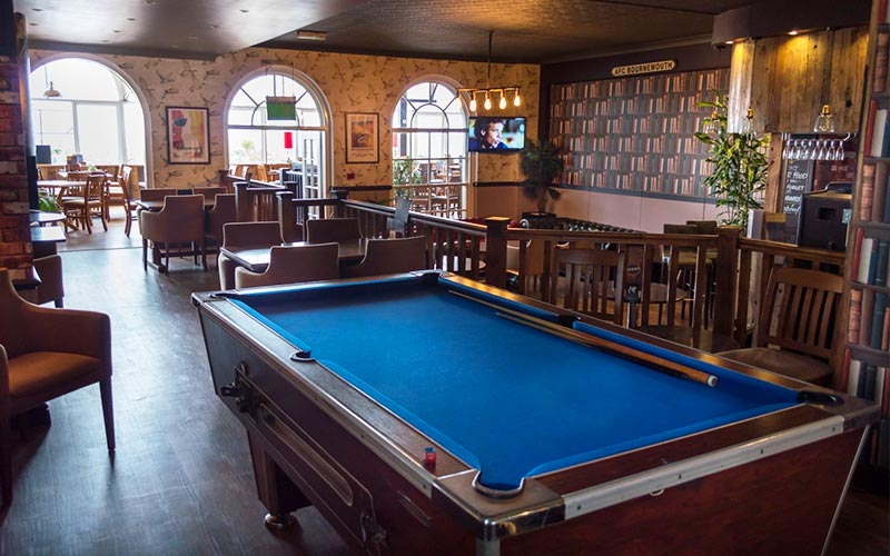 An American pool table in Suncliff Hotel