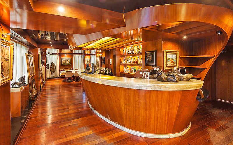 The modern bar at Hotel Anel