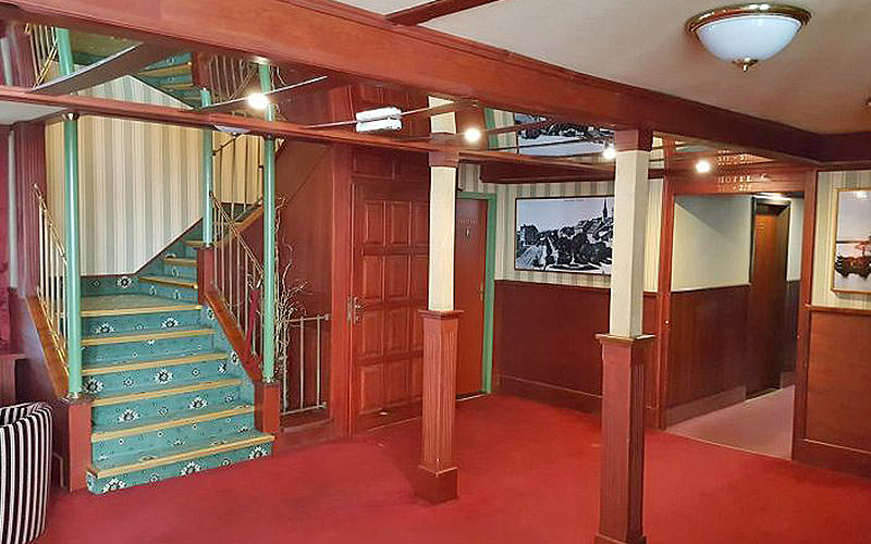 Lobby and stairs of the Botel Marina