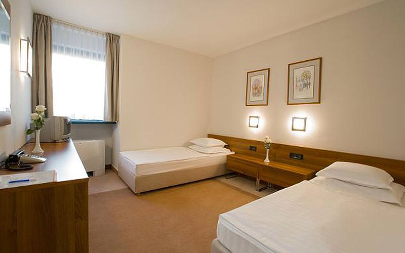 Example of a twin guest room at Hotel Jadran