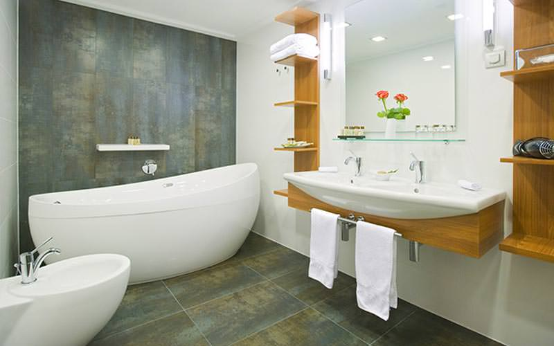 Example of a guest bathroom at Hotel International Zagreb