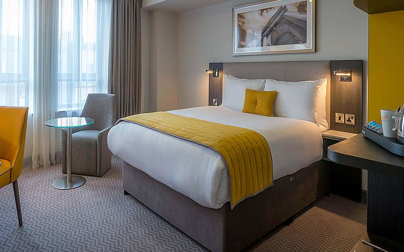 A guest room with a double bed at the Maldron Pearse Street