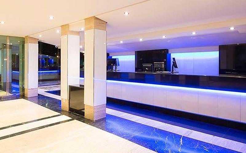 The reception area in Hotel Melia TRYP Bellver