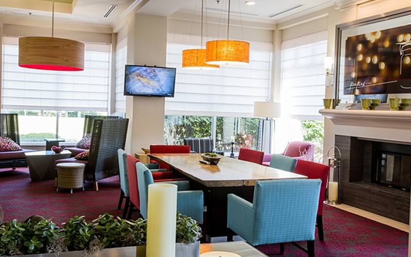 A dining table and lounge seating area at the Hilton Garden Inn Dublin