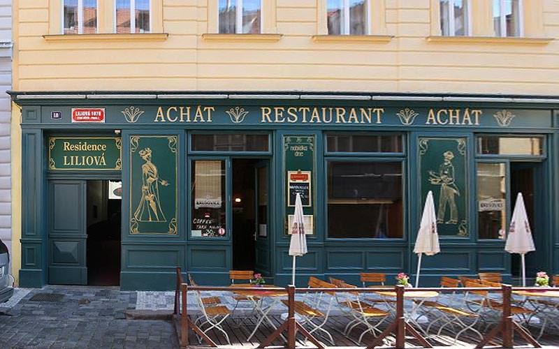 The green exterior of the Achat Restaurant, Prague