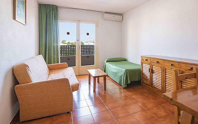 A guest bedroom at Azuline Apartamentos Sunshine