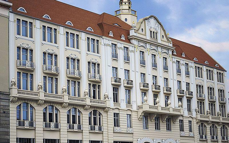 The exterior of Hotel Polinia