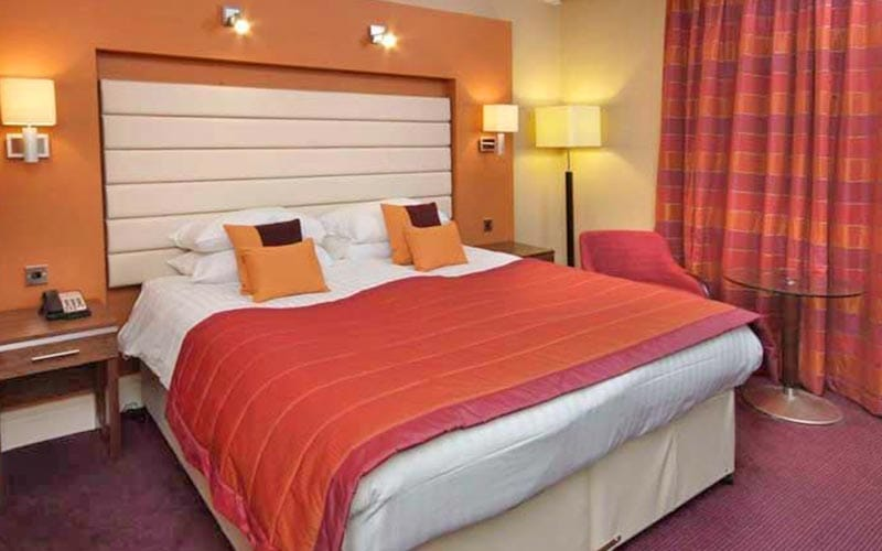 A red and pink double room in Telford Hotel and Golf Resort