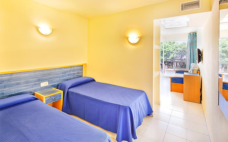 Example of a twin bedroom at THB Ibiza Mar Apartments