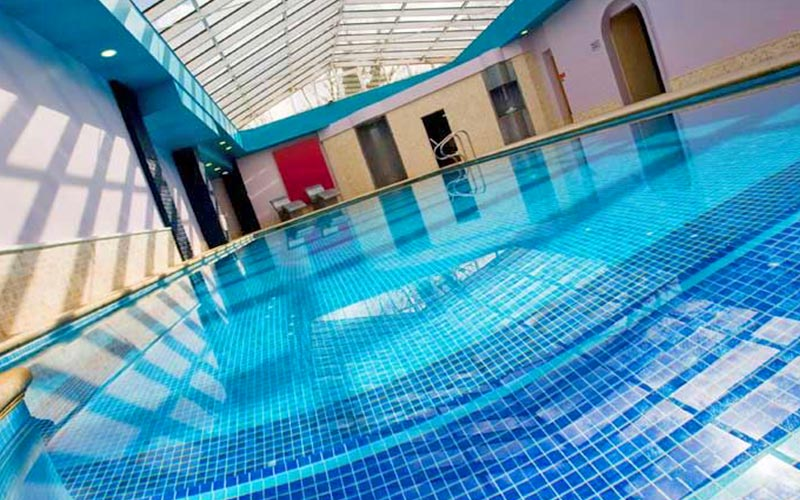 A large swimming pool in The Oxford Belfry