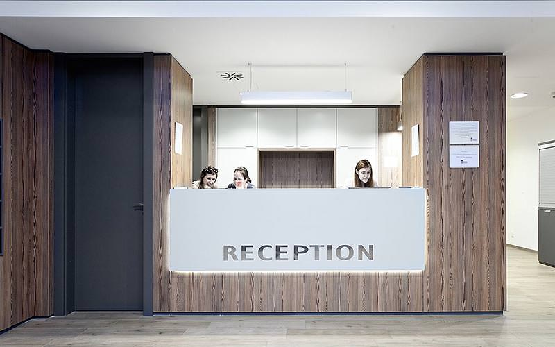 Three women behind the reception desk of the Hostel Ananas