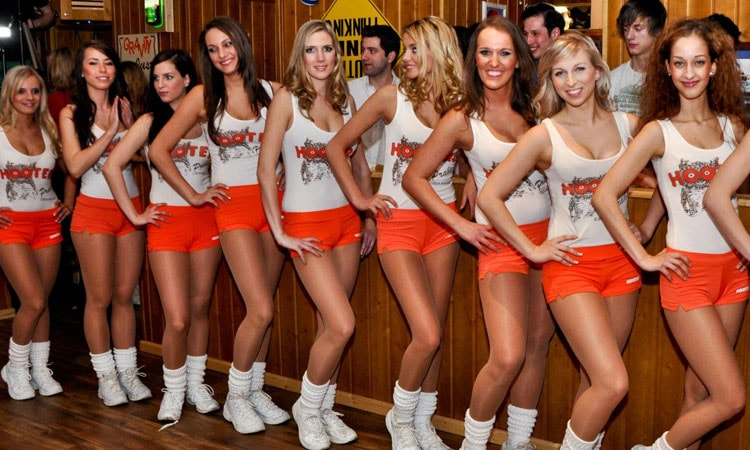 The Hooters girls