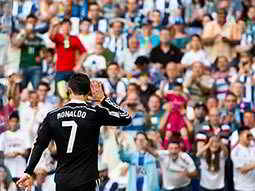 The back of Ronaldo on the pitch with a crowd in the background
