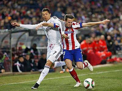 Christiano Ronaldo tackling an Atletico Madrid player on the pitch