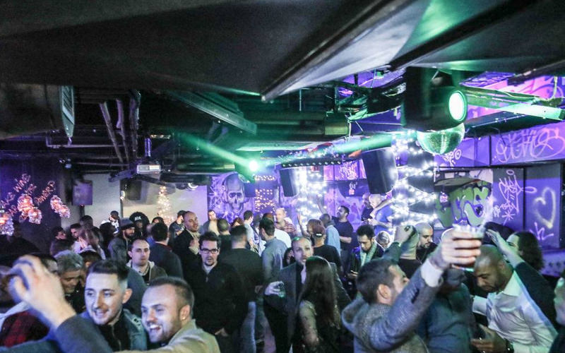 A view of a large crowd in a nightclub