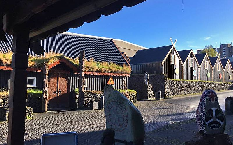 Exterior of Fjörugarðurinn restaurant