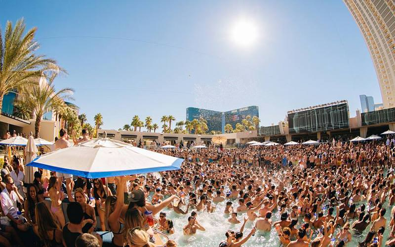 A view over the filled swimming pool at Wet Republic