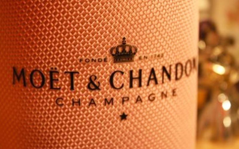 Close up on the Moet & Chandon bottle label