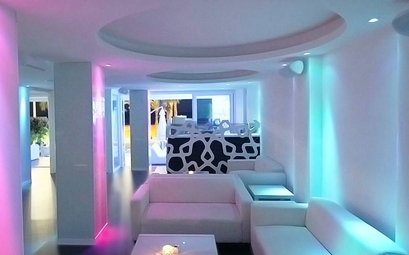 Some white sofas within the Moon Club in Benidorm